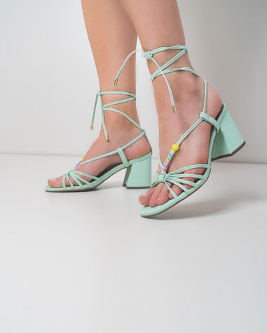 Sandália salto bloco .