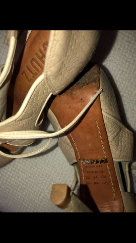 Sandal boot couro salto fino amarração Schutz tamanho 34 - Foto 5