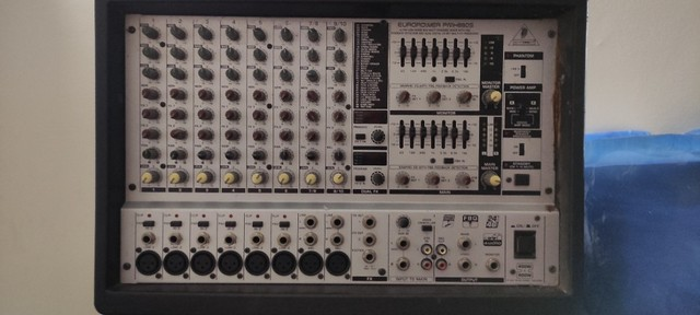 Mesa de som amplificada Behringer Europower PMH880S