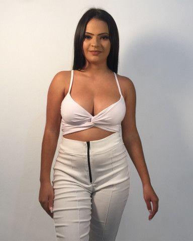 Conjunto branco croped + calça