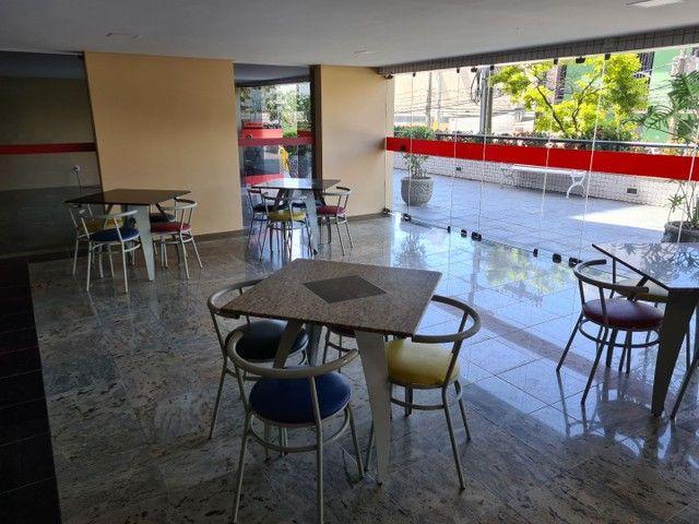 Vendo/Troco apartamento 4 quartos, 1 suíte + dependência com 132m2 em Boa Viagem  - Foto 3