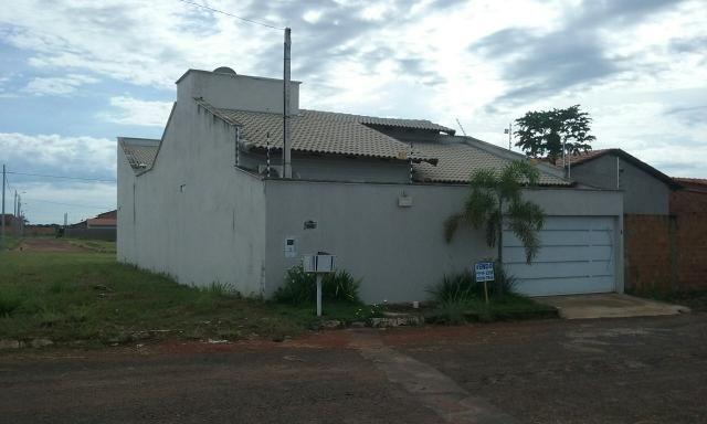 Casa no Setor Bowlevard com piscina