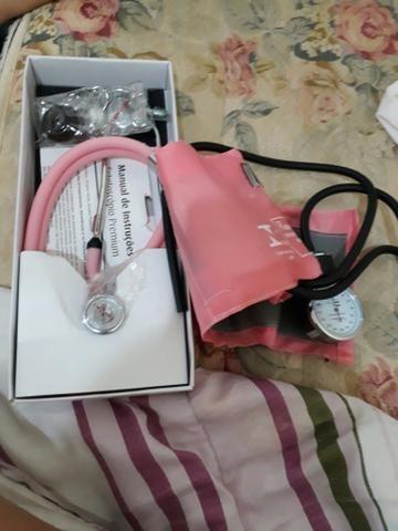 Estetoscópio e esfg rosa