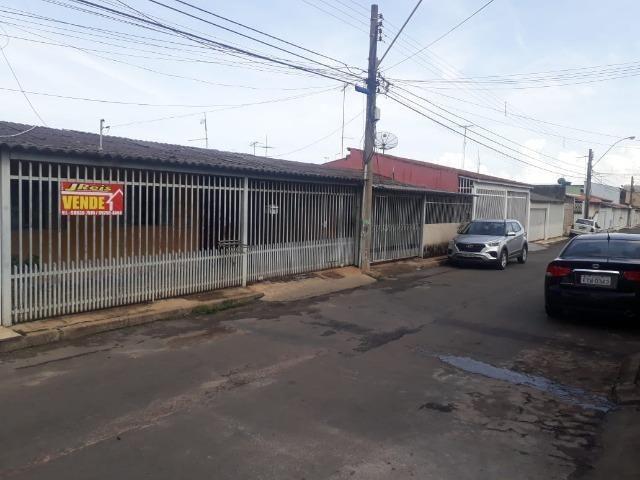 Vd casa 2 quartos, com casa de fundos de 1 quarto, R$ 210 mil aceito financiamento - Foto 2