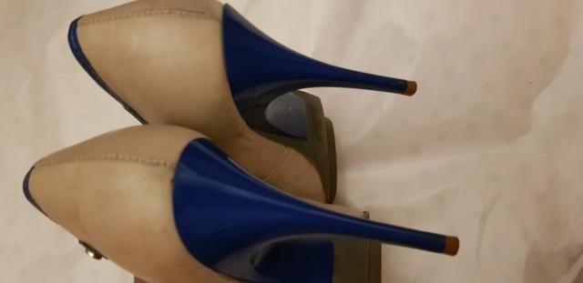 Peep toe Carrano Bege com detalhes em azul 36 - Foto 3
