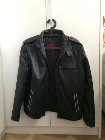 Jaqueta masculina em couro argentino