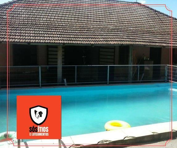 Sítio em condomínio com piscina!