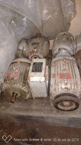 Serra de fita e motores elétricos monofásico.