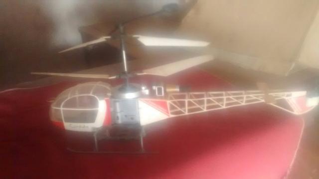 Tenho um helicóptero controle Remondo 100 reais falta a bateria