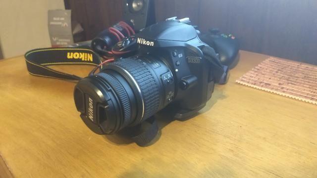 Câmera Nikon D3300 Poucos cliques + lente 50mm - Foto 3