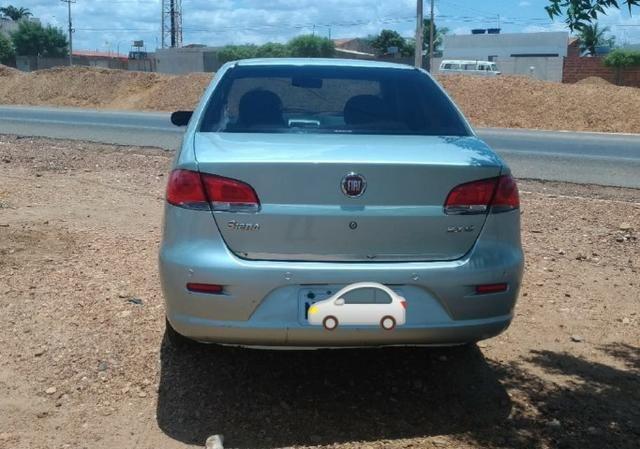 Vendo Siena 1.8 8v Dualógic 2010 Completão Carro de Família - Foto 2