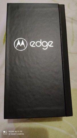 Celular smartphone Motorola edge vermelho bordas curvas - Foto 2