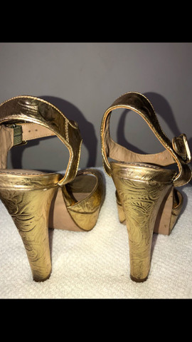Sandália dourada Santa Lolla tamanho 34 - Foto 2