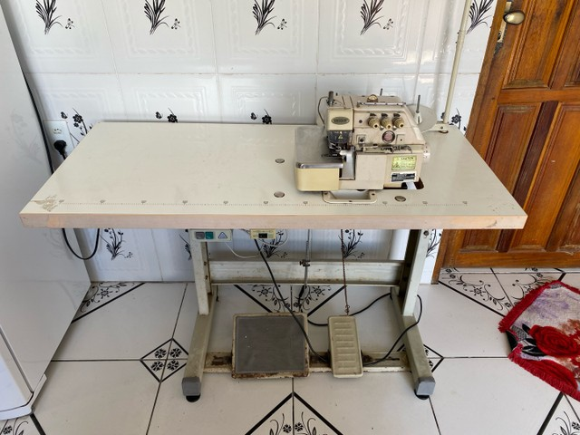 Máquina de Costura Unique Overlock