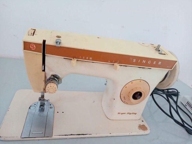 Máquina  de.costura singer