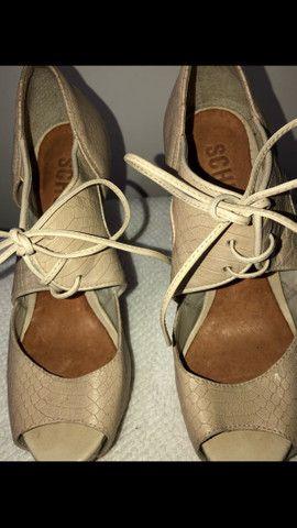 Sandal boot couro salto fino amarração Schutz tamanho 34 - Foto 6