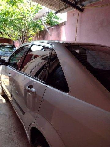 Focus sedan 2005 valor 11.000 aceita carro menor vor - Foto 3