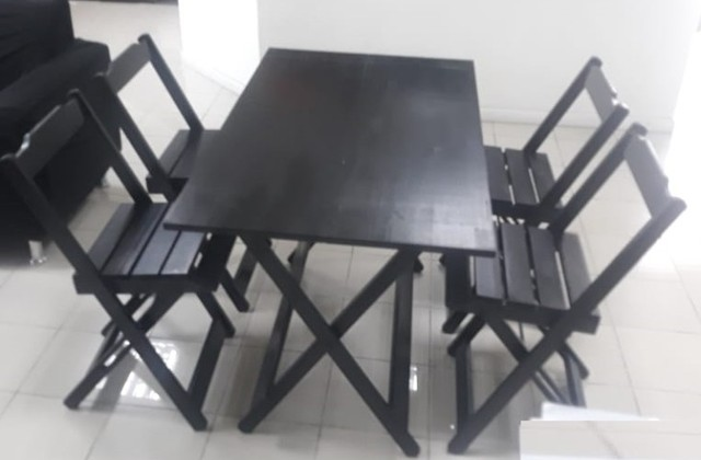 Jogo de mesa com cadeiras dobrável em madeira - Foto 3