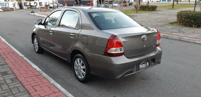 Toyota Etios X Plus 1.5 sedan - Foto 5