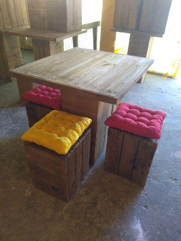 Mesa de Pallet 4 Bancos Acompanha as almofadas - Foto 3