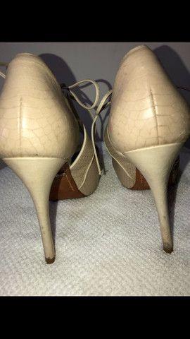 Sandal boot couro salto fino amarração Schutz tamanho 34 - Foto 4