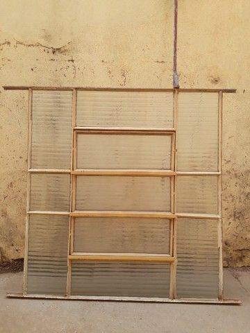 Vendo vitro 0,90x1,00 com vidros. Usado e em bom estado. Franca/SP - Foto 4