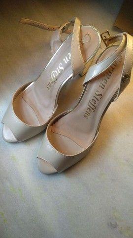 Sandália de salto Carmen Steffens - Foto 4