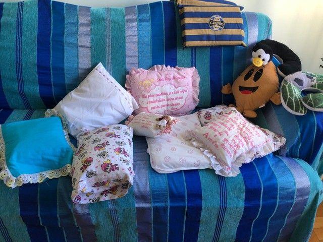 Almofadas  e travesseiros infantil com fronha    - Foto 4
