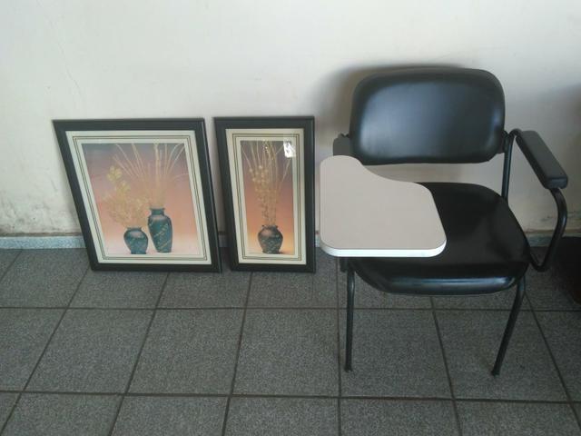 Cadeira para estudo e 2 quadros