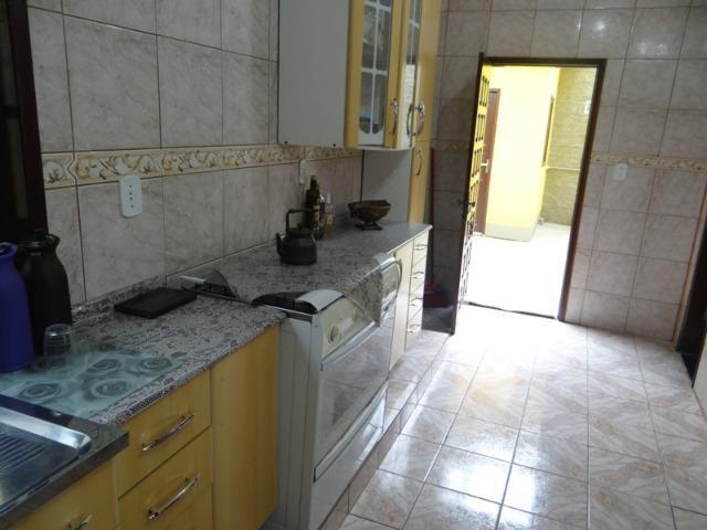 Lindo sobrado, 04 dormitórios, 03 banheiros, terreno todo murado - Foto 16