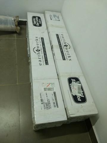 Piso Vinílico na caixa fechada com cola adesiva - Foto 3
