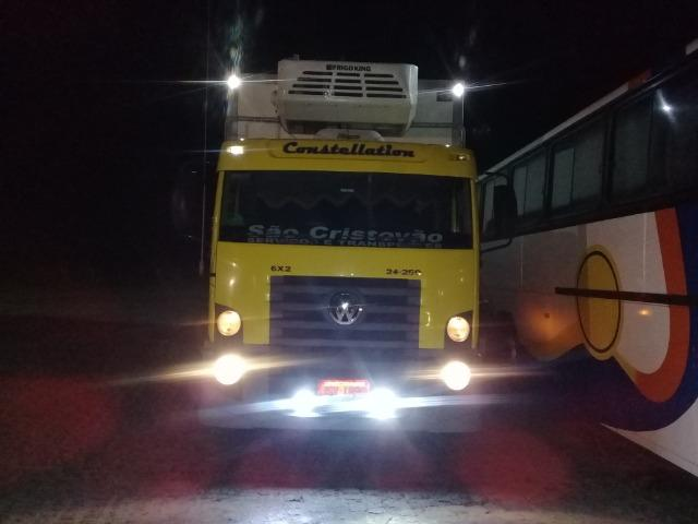 Caminhão Baú Câmara fria - Foto 12