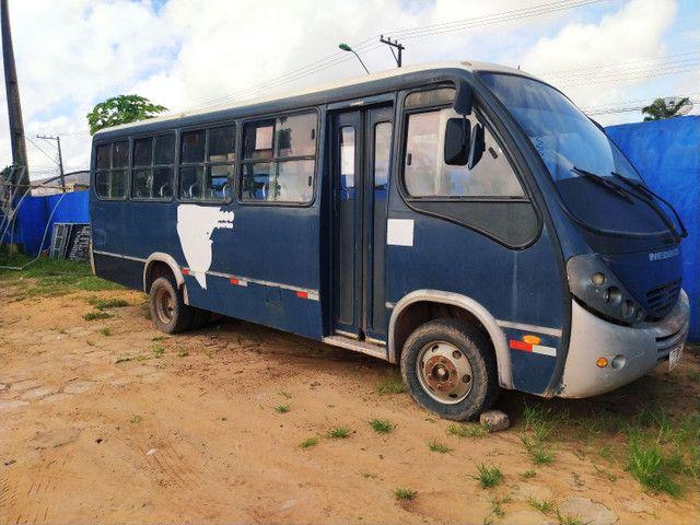 Vendo microônibus por um preço acessível