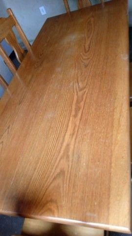 Mesa de madeira com 6cadeiras