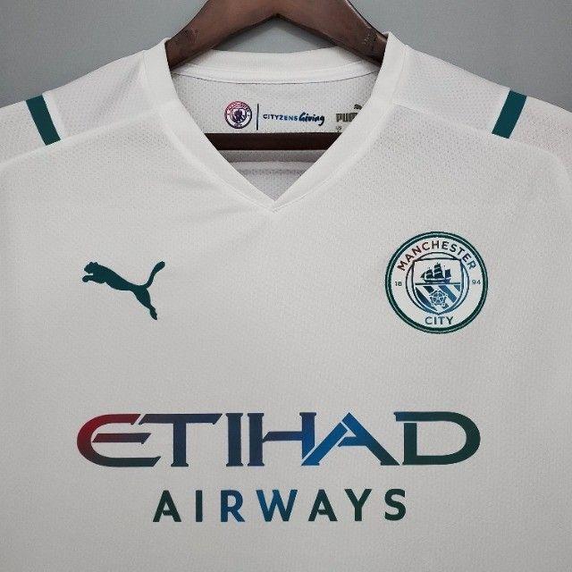 Camisa Manchester City 21/22  Torcedor Puma Masculina - Branco+Azul - Foto 2