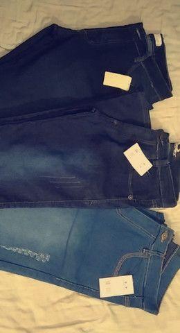 Calças masculinas e camisetas masculinas