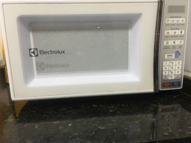 Microondas Electrolux 27L branco  - Foto 3