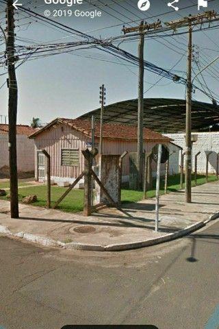 """""""IMPERDÍVEL"""" 300 m² (próximo ao aeroporto) terreno com casa de madeira<br><br> - Foto 5"""
