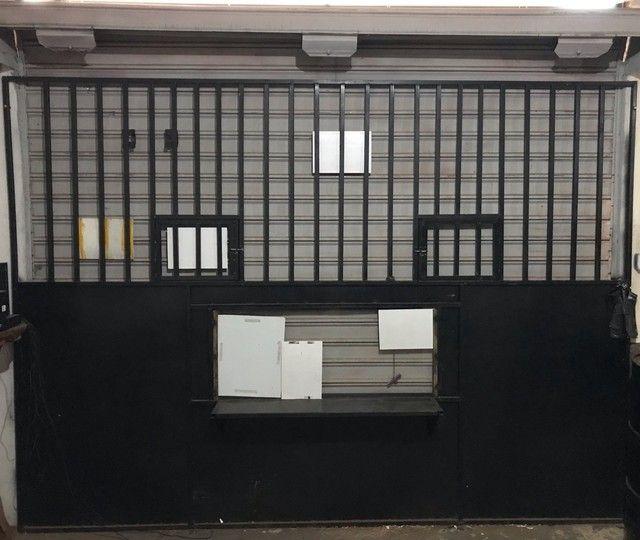 Porta de grade para distribuidora
