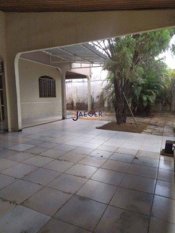 Linda Casa com 03 quartos no Bairro Cohab próximo à Av Jatuarana