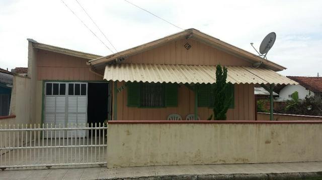 Casa de Madeira com 2 quartos na praia do Gravata - Navegantes SC