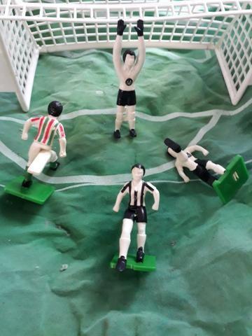 4fe4eb746c Futebol gouliever réplicas de jogadores que tem diversos formatos de pé  diferentes