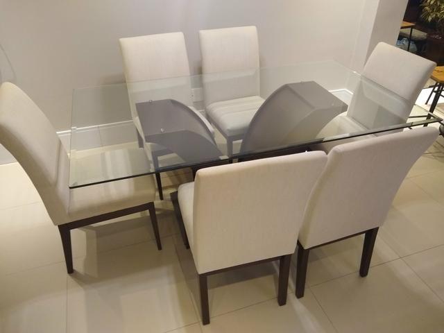Mesa de vidro com 6 cadeiras + aparador
