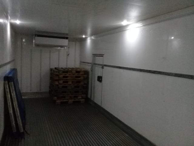 Caminhão Baú Câmara fria - Foto 17