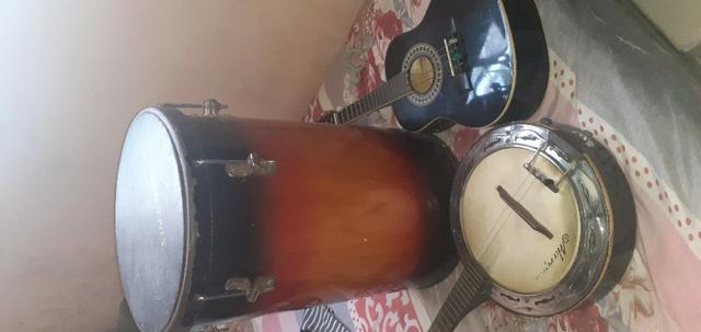 Banjo cavaco eletricos e tambor