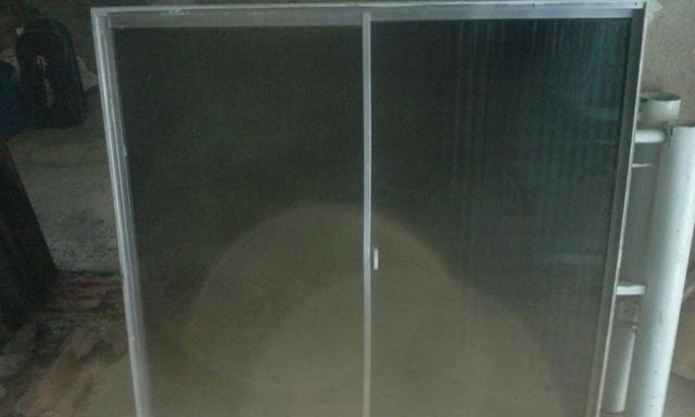 Janela de aluminio com vidro fumê - Foto 2