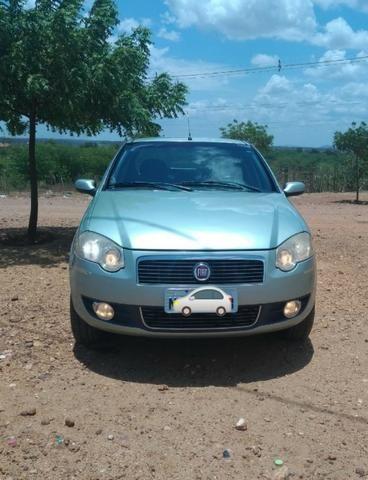 Vendo Siena 1.8 8v Dualógic 2010 Completão Carro de Família
