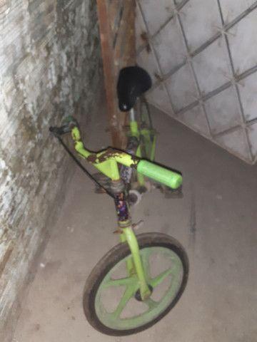 Bicicleta tudo novo 90 reais - Foto 3