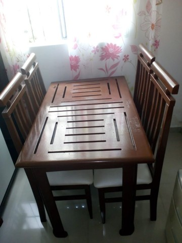 Mesa com 4 cadeiras 1.20 por 74