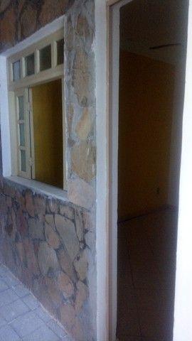 Alugo apartº de 1/4  reversível pra 2/4, a 400 m da praia de Itapuã, excelente localização - Foto 4